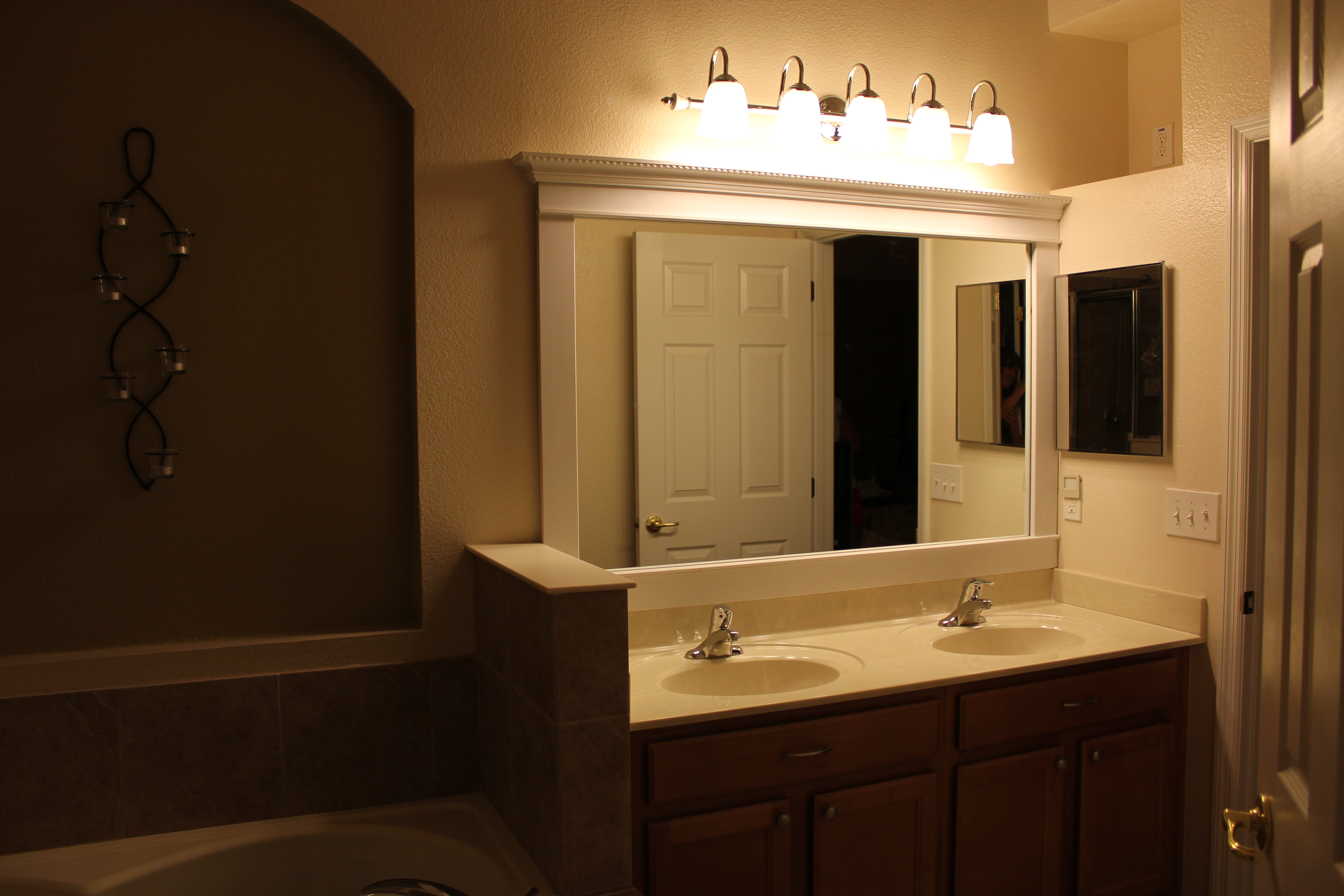 Original Bathroom Lighting Ideas Over Mirror Eyagcicom - Modern bathroom lights over mirror